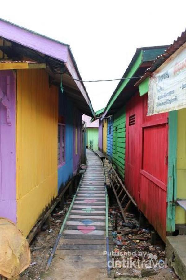 Salah satu lorong yang terdapat di kampung warna-warni.