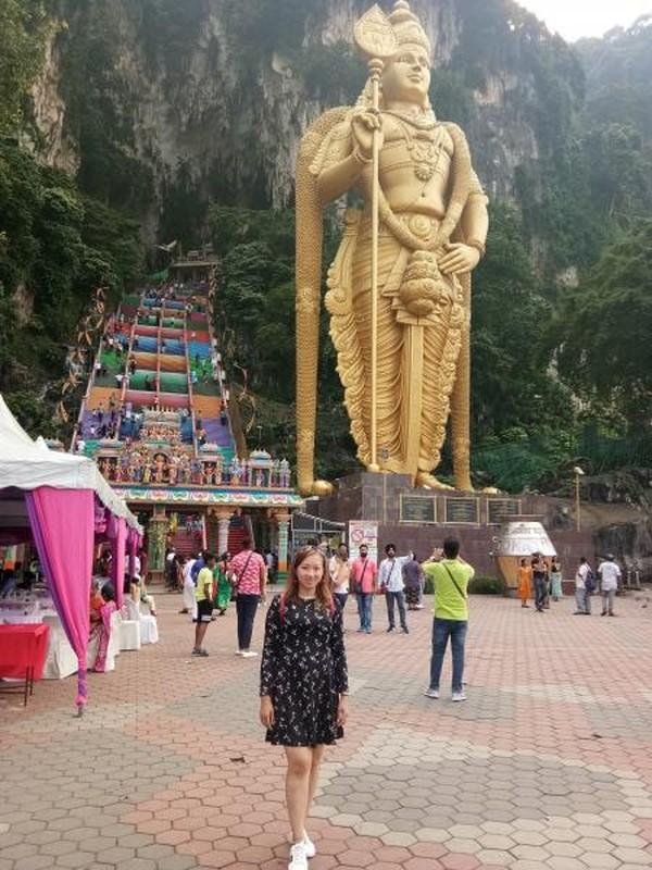 Berselfie di depan Patung Dewa Hindu