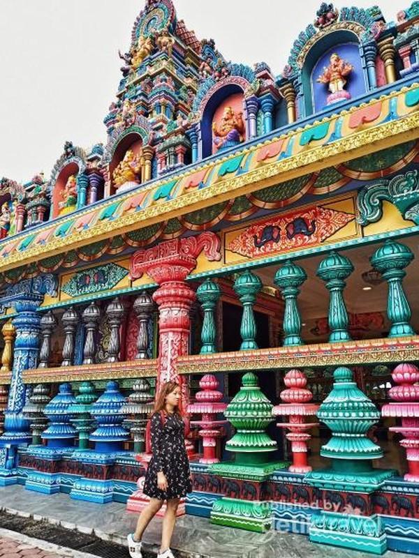 Kuil Dekat Patung Dewa Murugan