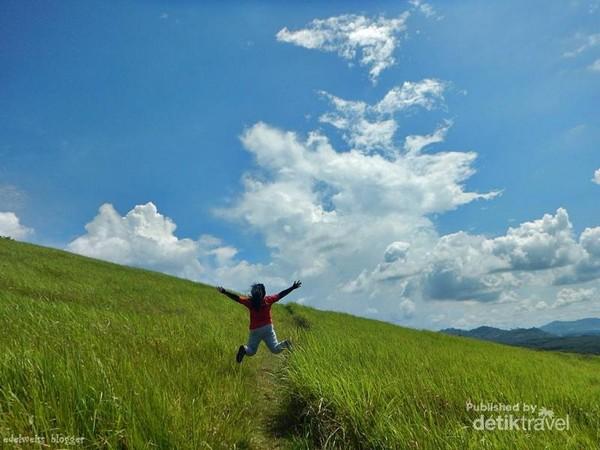 Bukit Rimpi adalah objek wisata yang paling asyik untuk berfoto-ria.