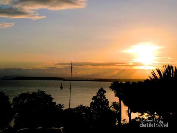 Sunrise yang indah dan eksotis menyambut pagi di Sumbawa Besar