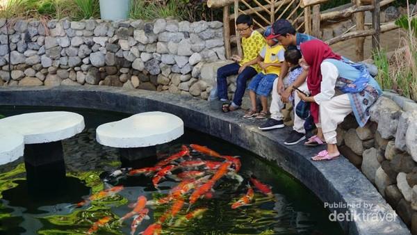 Tempat ini cocok untuk wisata bersama keluarga, selain lengkap juga ramah anak.