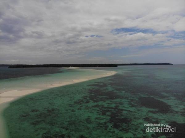 Pantai Pasir Timbul Ngurtavur, Pasir TImbul sangat panjang dan berkelok menuju ke Pulau Warbal