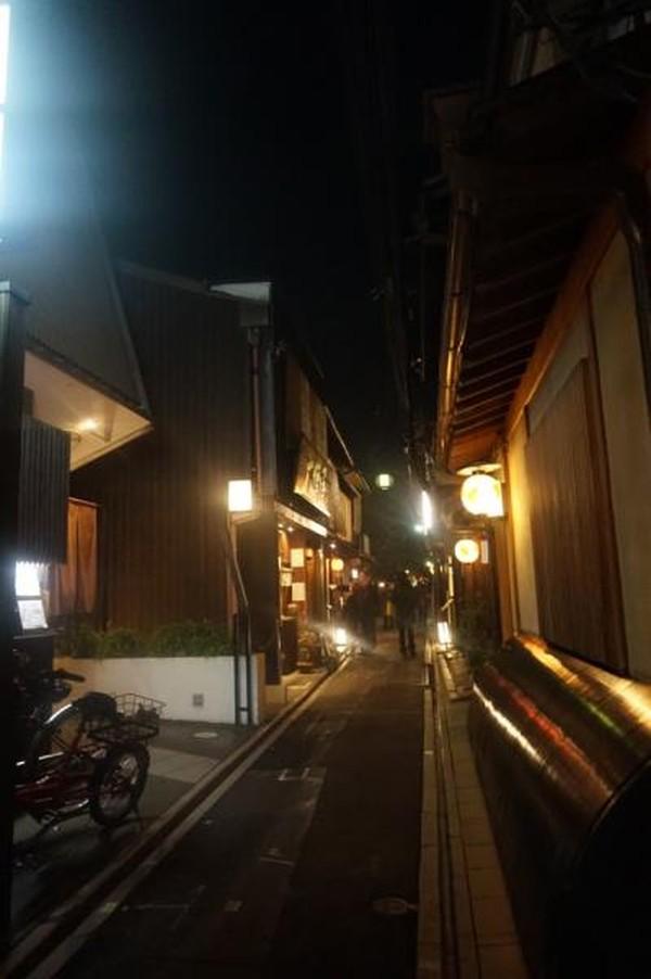 Bangunan di kawasan ini memiliki arsitektur tradisional yang indah