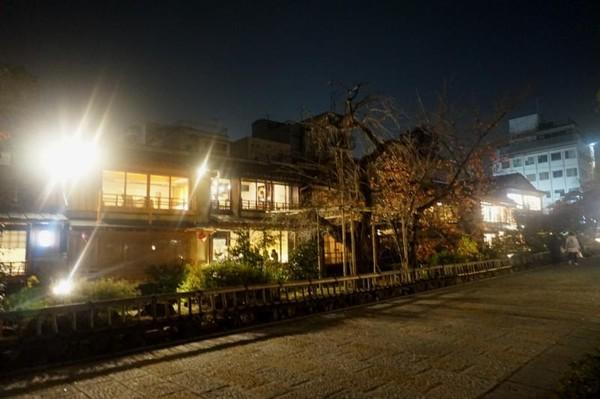 Gion merupakan pusat seni tradisional dan distrik hiburan di Kyoto