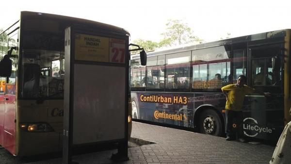 Esok Paginya dapat menuju Johor Bahru dari Terminal Bugis Lalu berganti bus di Terminal Johor Bahru dan carilah bus menuju Lego Land