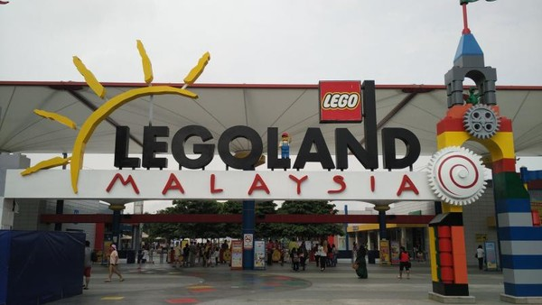 Masuk ke Legoland Malaysia di Pintu Masuk. Setelah puas menikmati wahana, Anda dapat pulang kembali ke Singapura