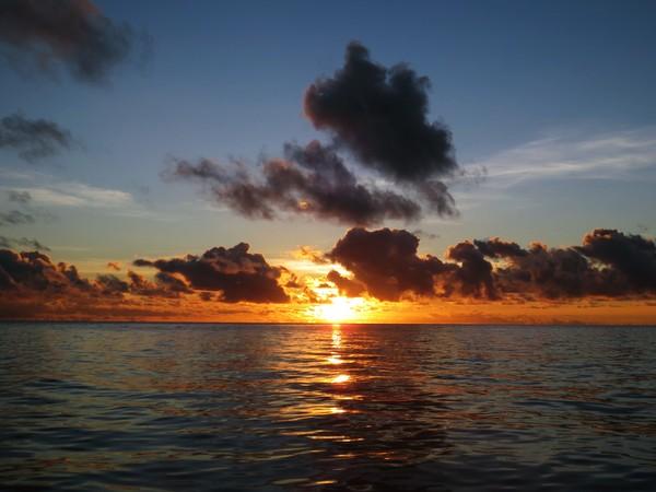 sunrise ketika menuju pulau Samber Gelap