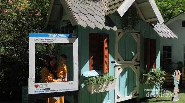Walau terkenal dengan wisata alamnya, Maribaya Hot Spring Resort memiliki mini zoo dan taman kelinci