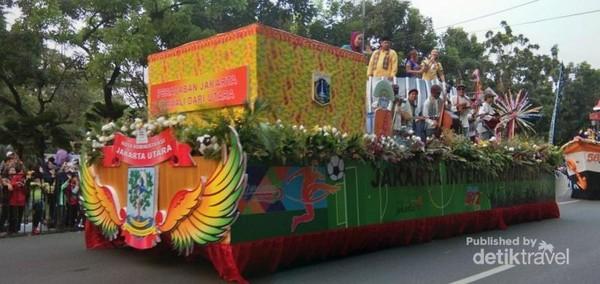 Kendaraan hias dari Kota Administrasi Jakarta Utara.