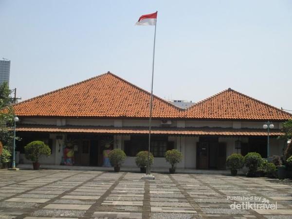 Halaman museum MH Thamrin.