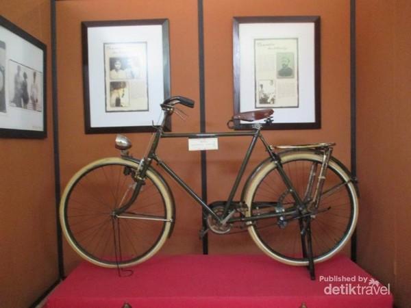 Replika sepeda yang digunakan MH Thamrin.
