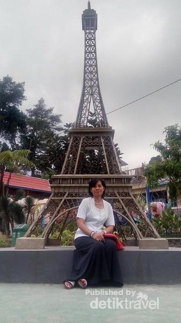 Miniatur Menara Eiffel, Prancis
