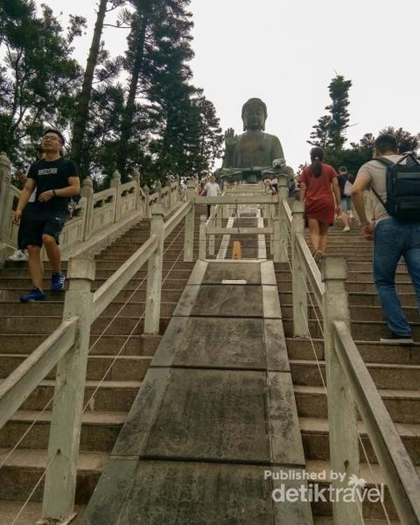 Penampakan tangga naik ke Big Buddha