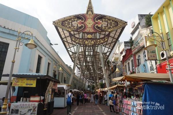 Kasturi Walk yang terletak di samping Central Market, menawarkan berbagai snack lokal