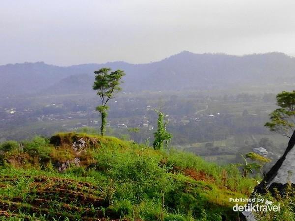 Pemandangan yang indah di lihat dari Gunung Gamping.