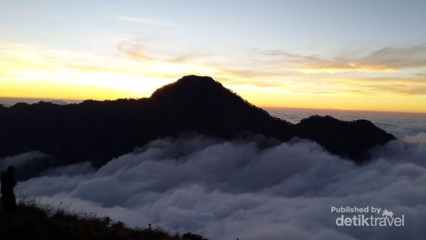 Sunset di Bukit Plawangan Sembalun. Luar biasa cantik.