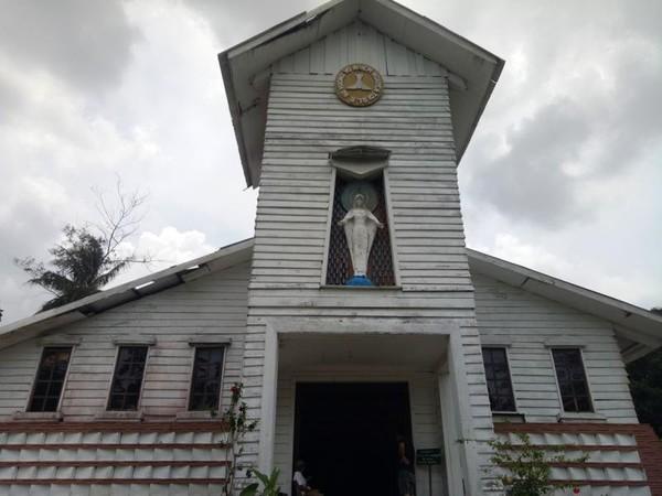 Gereja kayu Nha Thu Duc Me Vo Nhiem peninggalan pengungsi Vietnam.