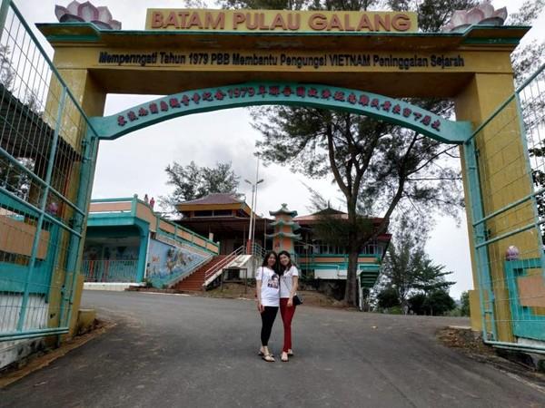 Gerbang menuju  Pagoda Quan Am Tu peninggalan pengungsi Vietnam.