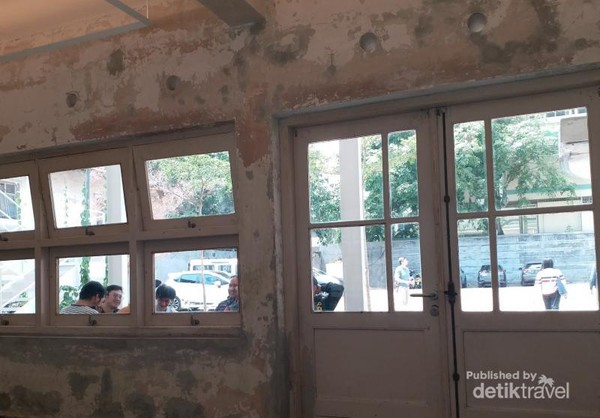 Didago Coffee menempati bangunan tua peninggalan jaman penjajahan dengan tempat parkir yang luas