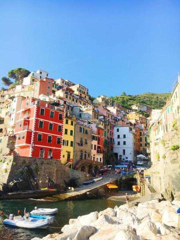 Riomaggiore, desa pertama yang dapat dijangkau dari stasiun La Spezia
