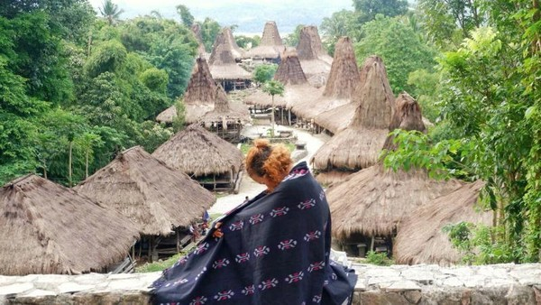 Kampung adat Praijing. Selain kampung adat Ratenggaro terdapat juga kampung adat Praijing yang enggak kalah indahnya. Jika mau pengunjung bisa menginap di sini.