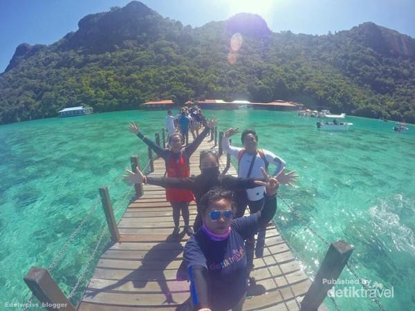 Selamat datang di Pulau Bohey Dulang. Mari bersiap trekking ke puncak.