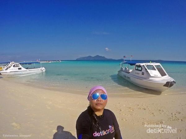 Pantai Pulau Sibuan sangat bersih dan seindah pantai-pantai di Thailand