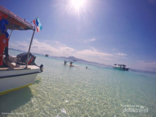Puas bermain snorkeling dan kayak di Pulau Sibuan