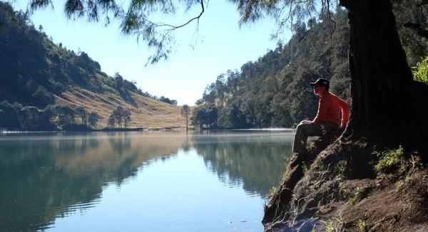 Menikmati keindahan danau cantic dijamin bikin terbius.