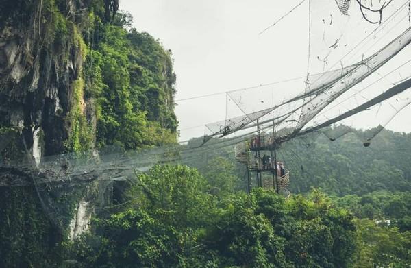 Helena Sky Bridge , diantara  pegunungan karst berumur ribuan tahun