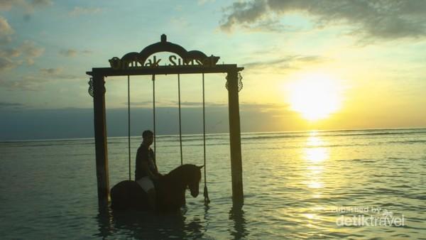 Menjelajah Gili Trawangan dengan berkuda