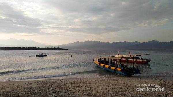 Suasana pagi hari dekat Pelabuhan di Gili Trawangan