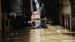 Cara Tepat Bersihkan Kasur yang Terendam Banjir Sesuai Jenisnya