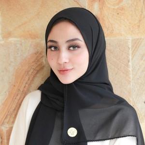 9 Kecantikan Istri Alie Syakieb Pakai Hijab, Diminta Netizen Jangan Lepas