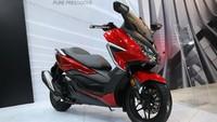 Bawa Skutik Bongsor Yamaha Xmax, Honda Forza 250 Perlu Naik Golongan SIM C?