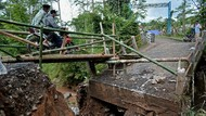 Jembatan di Pedesaan Garut Ambruk