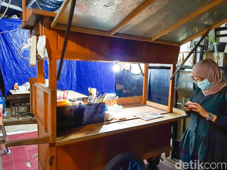 kerang montok: indomie kerang dan kerang mozarella