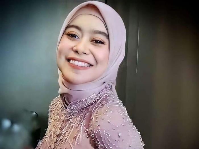 Siti Badriah bulan madu terus