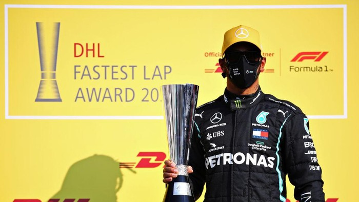 ABU DHABI, UNITED ARAB EMIRATES - DECEMBER 13: Lewis Hamilton of Great Britain and Mercedes GP is presented with the DHL Fastest Lap Award prior to the F1 Grand Prix of Abu Dhabi at Yas Marina Circuit on December 13, 2020 in Abu Dhabi, United Arab Emirates. (Photo by Bryn Lennon/Getty Images)