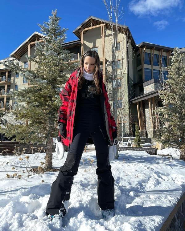 Selama di sana, Nia terus memperlihatkan keindahan Utah yang diselimuti salju. (Instagram/Nia Ramadhani)