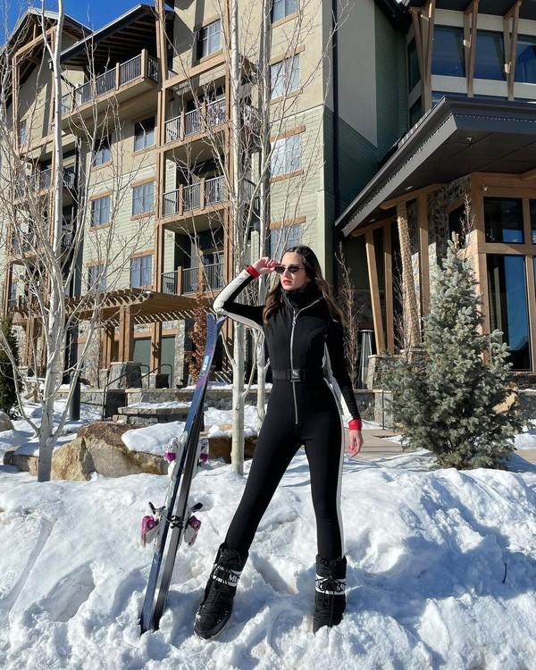 Nia Ramadhani memilih Park City Ski Resort, Utah sebagai tempat main ski. (Instagram/Nia Ramadhani)