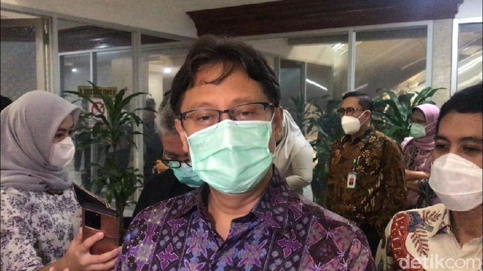 Menkes Budi Gunadi Sadikin usai rapat dengan Komisi IX DPR RI (Alfons/detikcom)