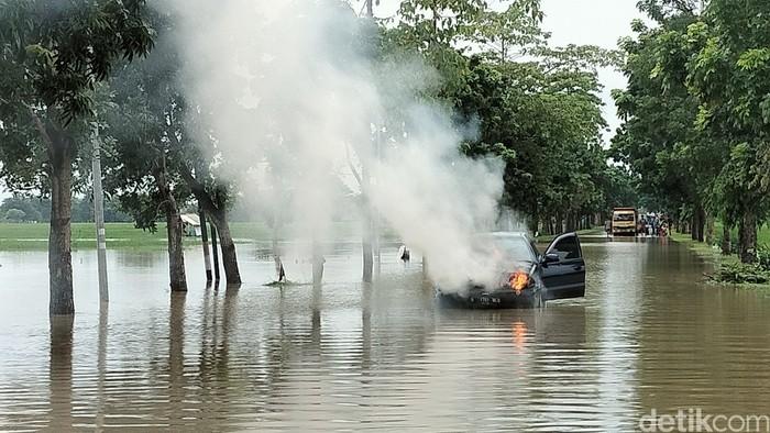 Mobil Terbakar di Majalengka