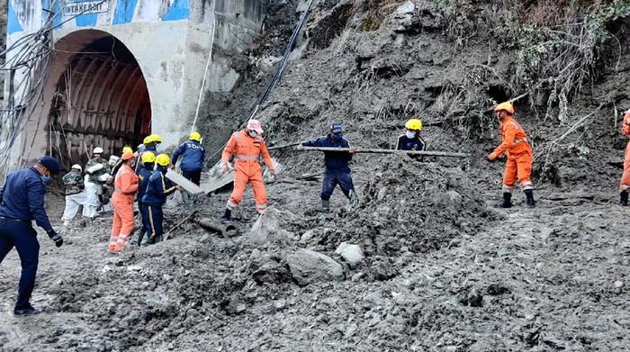 Banjir bandang India yang dipicu longsornya gletser di kawasan Himalaya mengakibatkan sedikitnya 170 orang hilang. Proses pencarian korban masih terus dilakukan