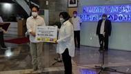 Risma Terima Bantuan untuk Korban Bencana Rp 500 Juta dari Sido Muncul