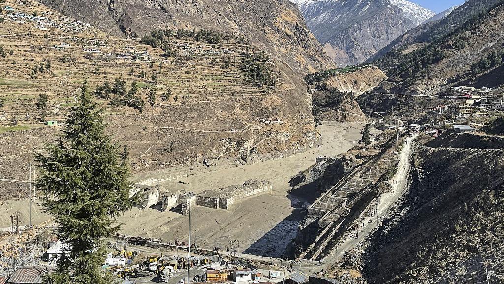 Terjangan Longsor Gletser Himalaya: 9 Orang Tewas, 140 Hilang