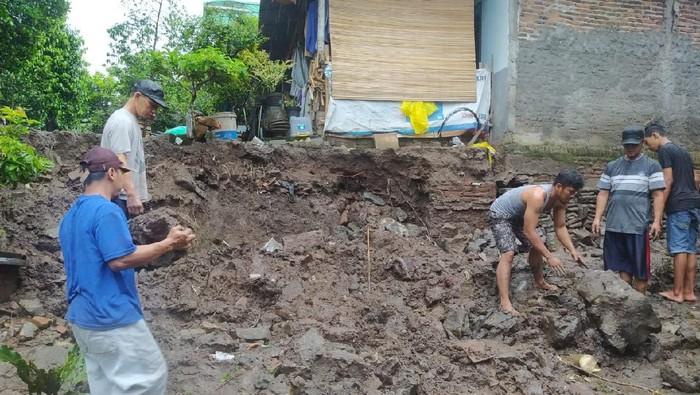 Talut permukiman warga Giwangan, Umbulharjo, Yogyakarta sepanjang 20 meter ambrol gegara diguyur hujan deras, Senin (8/2/2021)