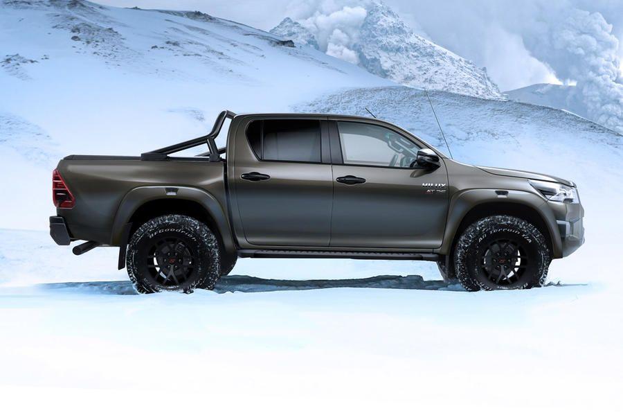 Toyota Hilux AT35 Tampil Lebih Macho