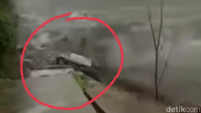 video viral mobil terseret lahar dingin gunung semeru